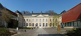 Matisse260px-Le_cateau_cour_musee